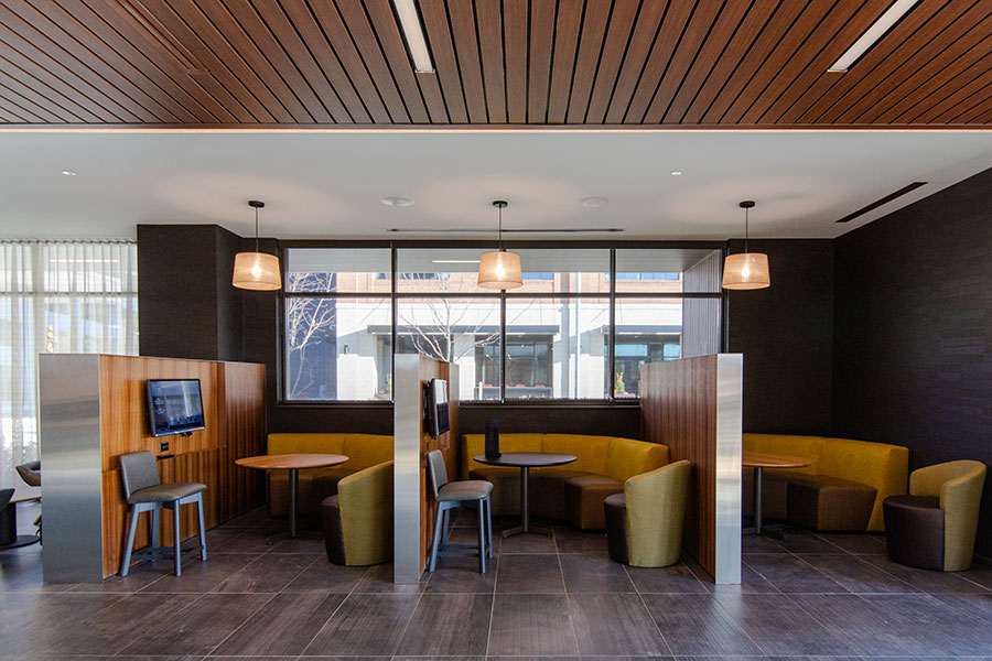 Courtyard by Marriott McHenry Row Baltimore Lounge and Meeting Area